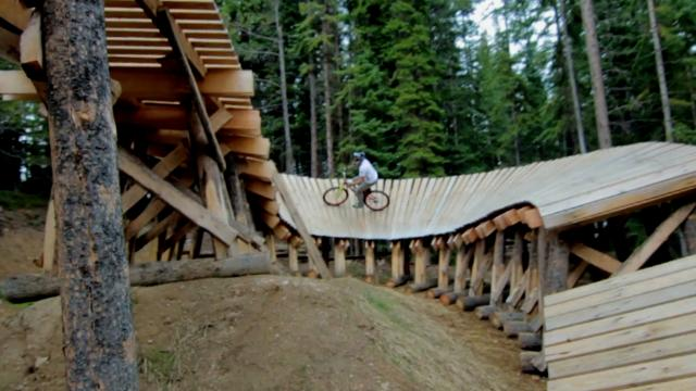 Hot Wheels Wood Berm